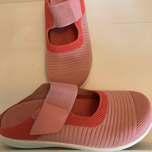 Spenco Shoes. Size 8W